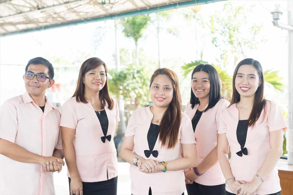 フィリピン・セブの語学学校(CEGA・講師集合)