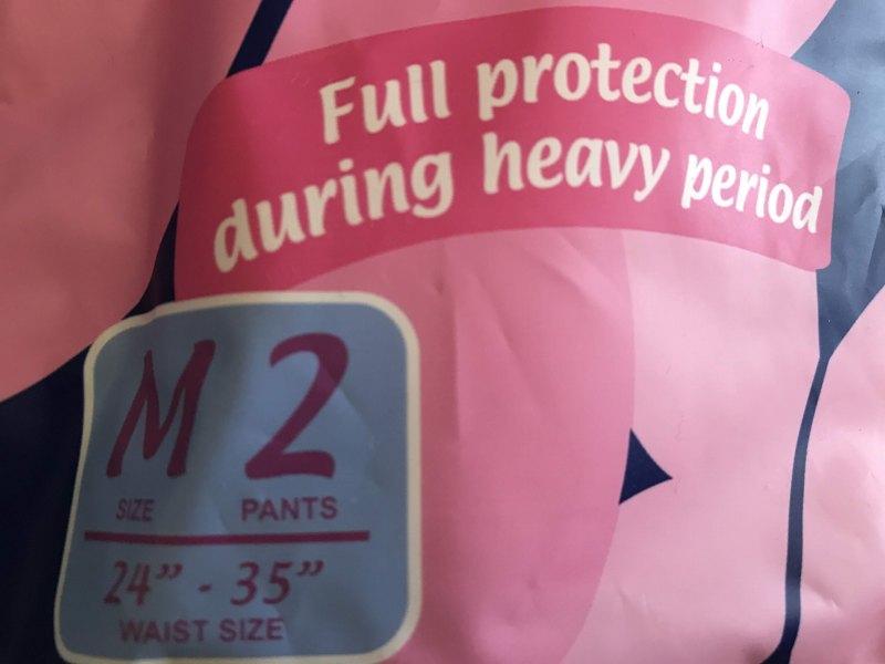 Mサイズの2つのパンツ